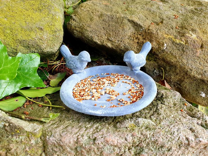 Kleine Vogeltränke Futterschale Gusseisen grau