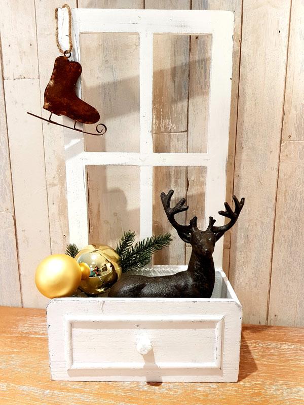 Holzfenster mit Pflanzkasten