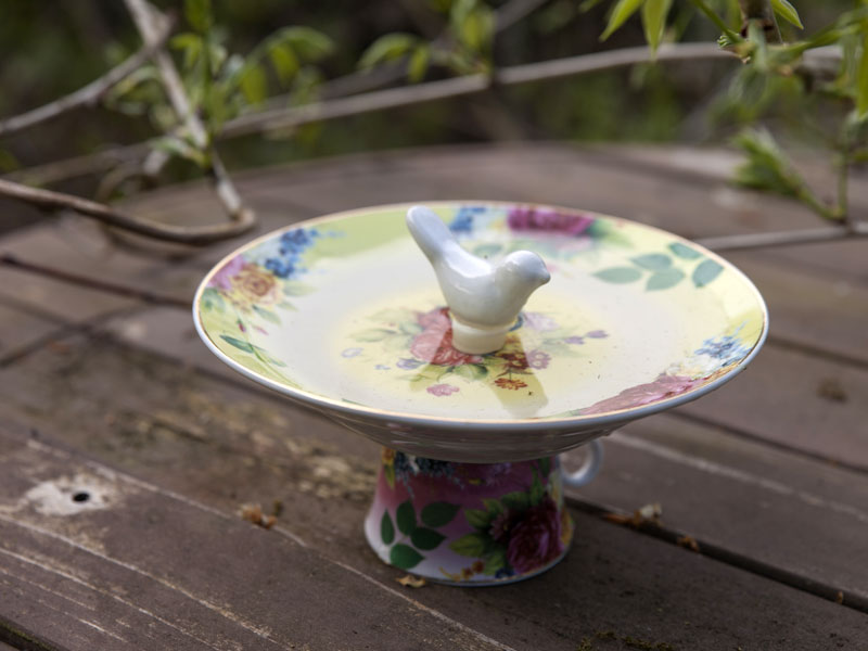 "Vogeltränke ""Teeservice"" Rosen-Motive Keramik"