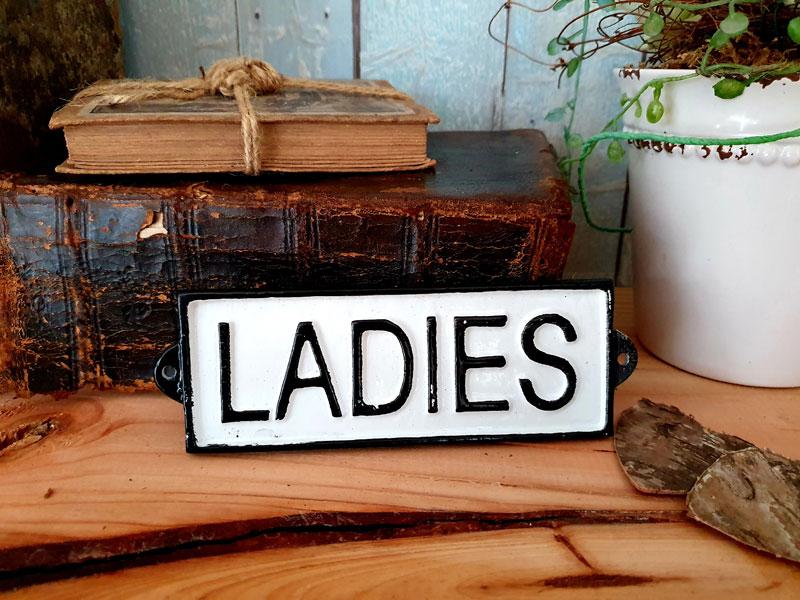 """Antik wirkendes Schild """"Ladies"""" Gusseisen"""